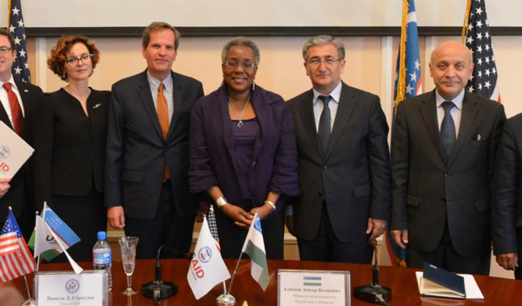 Project HOPE and Uzbekistan Havo Yo'llari deliver pharmaceuticals to Uzbekistan